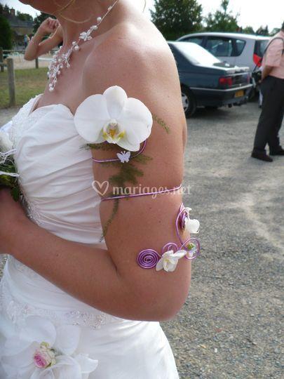 Bracelet haut du bras avec orchidées