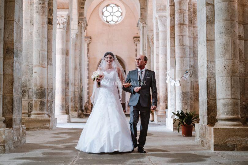 Père et fille dans l'église