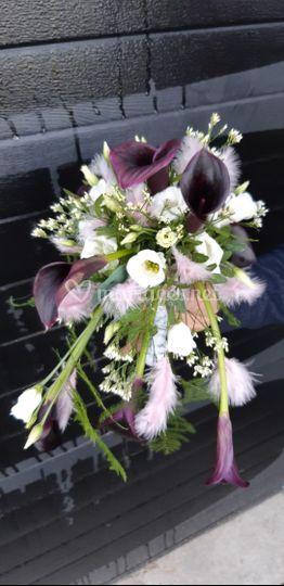 Bouquet blanc calla noir plume