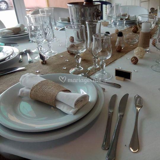 Table blanc/jute
