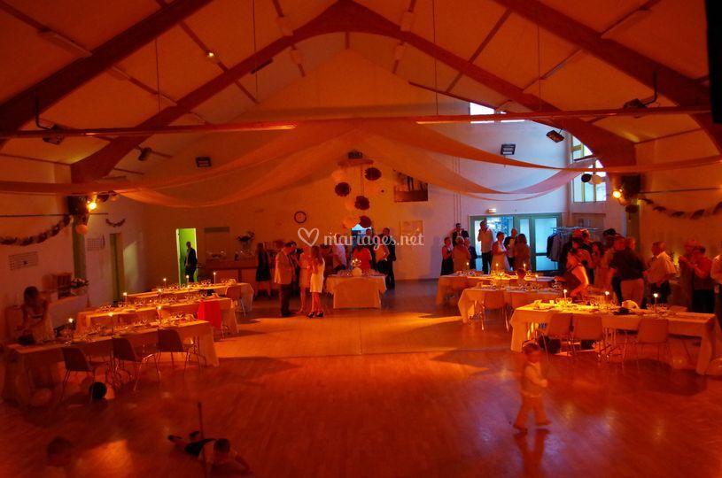 Immersion orange d'une salle