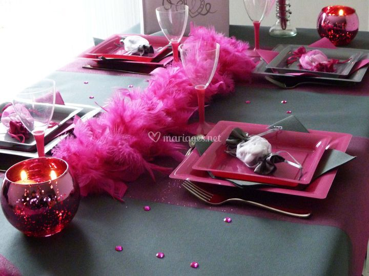 Table fuchsia et grise