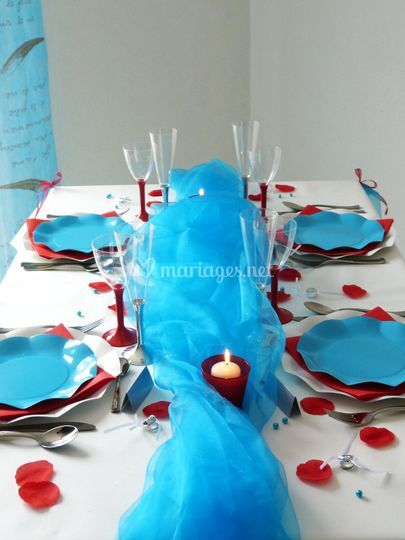 Table rouge et turquoise