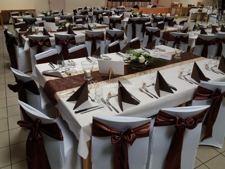Photo Salle, table marron