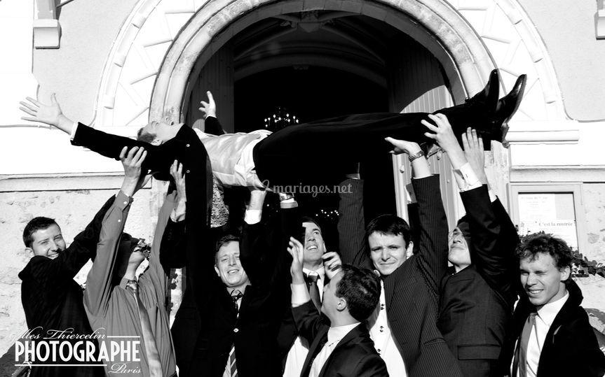 Le bain de foule du marié