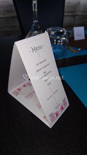 Menu floral sur table