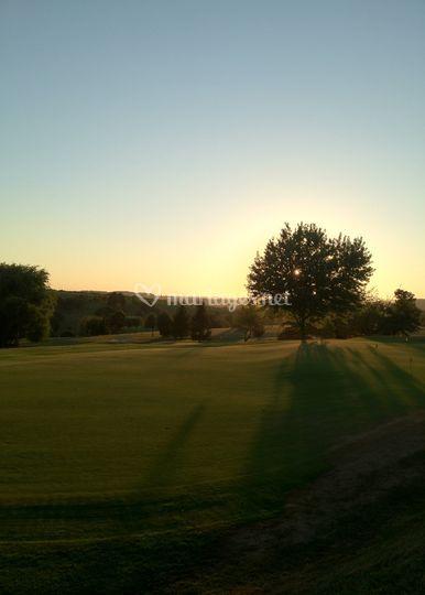 Le Golf en toile de fond