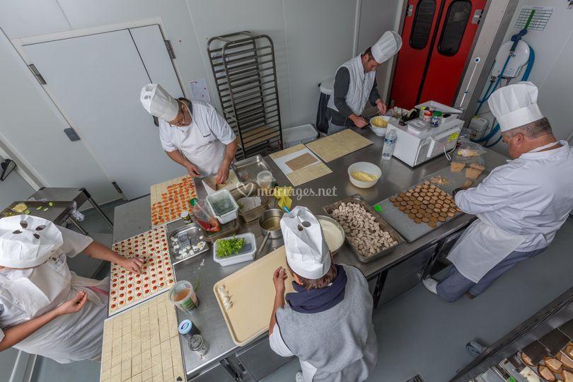 Les cuisiniers au travail