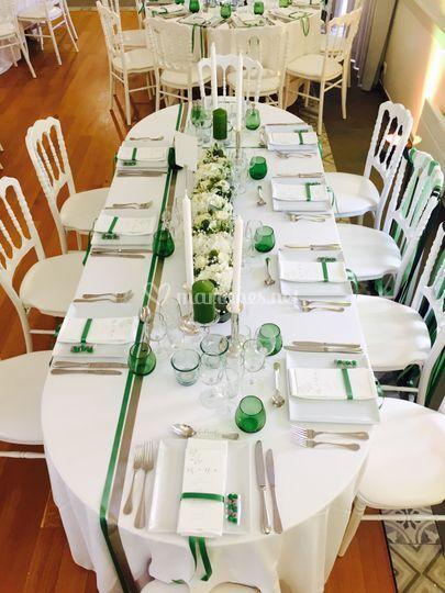 Table ovale dressée