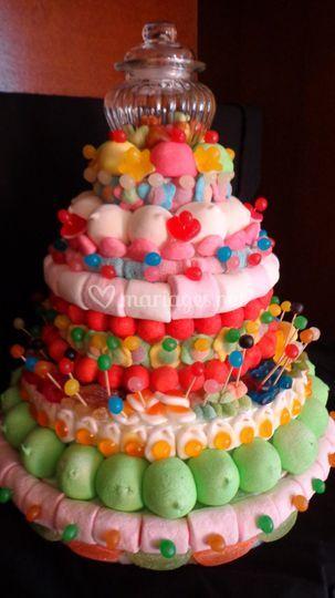 Gros gâteau avec bonbonnière