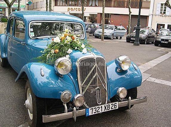 Limousine bleue traction 1956