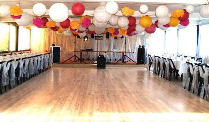 Salle de mariage avec piste de danse