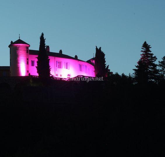 Le Chateau la nuit change de couleur