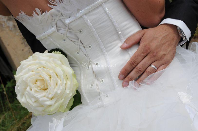 Glamélia de roses blanches