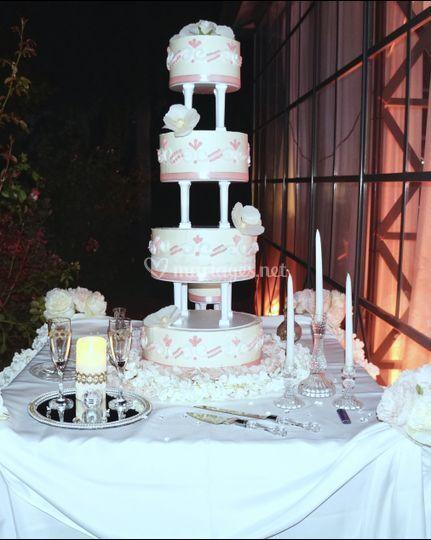 Wedding cake rose blanc floral