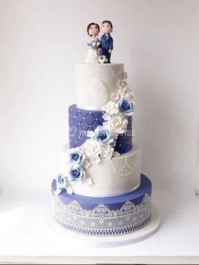 Wedding cake bleu blanc