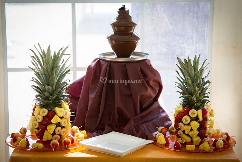 Fruits et fontaine de chocolat