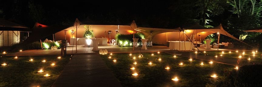 Tente streetch 150 m2 jardin