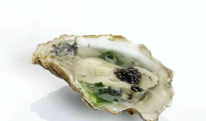 Huître aux grains de caviar