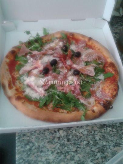 Une pizza jambon pays