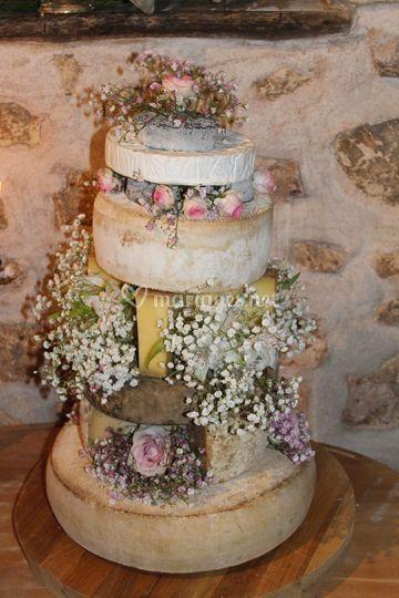 Un gâteau de mariage en fromage