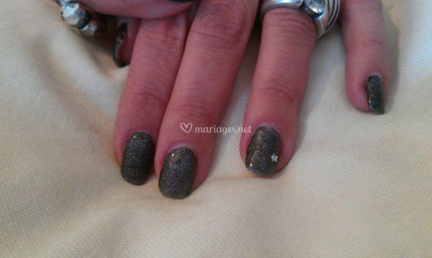Pose de couleur sur ongles