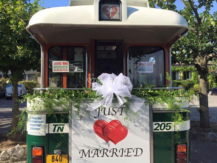 Feuillage bus des mariés