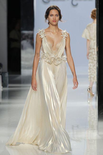 Coiffures de mariage sous une robe de style grec