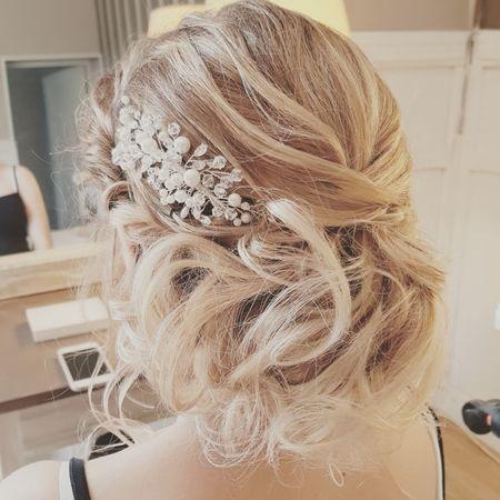 Chignon Flou Chignon Coiffe Decoiffe Coiffure Mariage | Coiffures Cheveux Longs