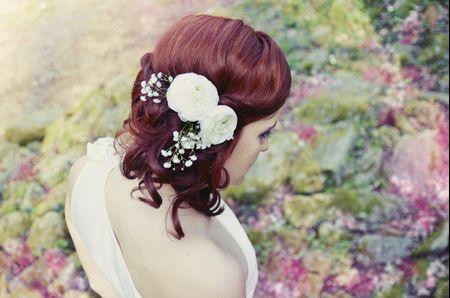 30 idées de coiffures sur le côté pour la mariée