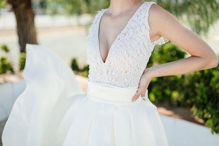 Quels accessoires pour une robe de mariée décolletée en V ?