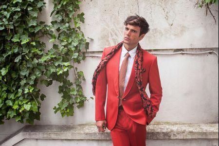 14 costumes de marié de couleur pour un look moderne et original