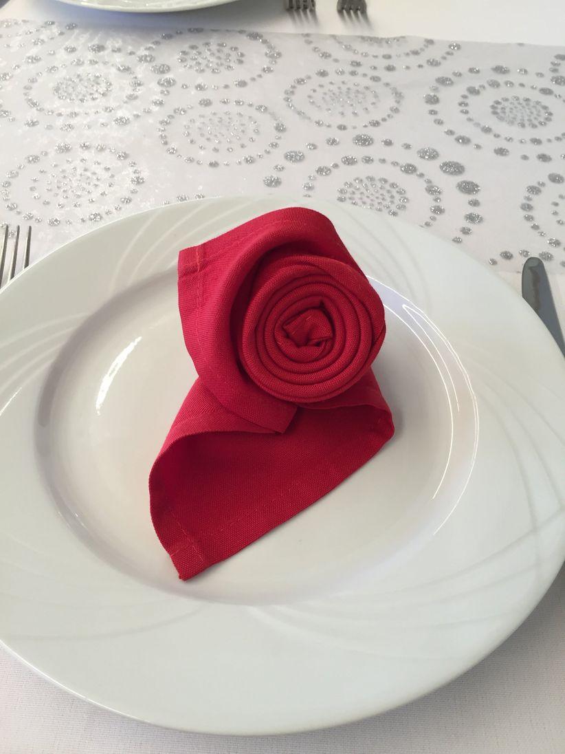 35 id es de pliages de serviettes pour votre mariage. Black Bedroom Furniture Sets. Home Design Ideas