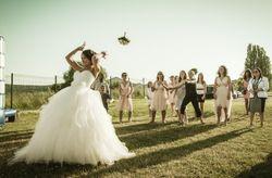 Id�es originales pour lancer le bouquet de mari�e