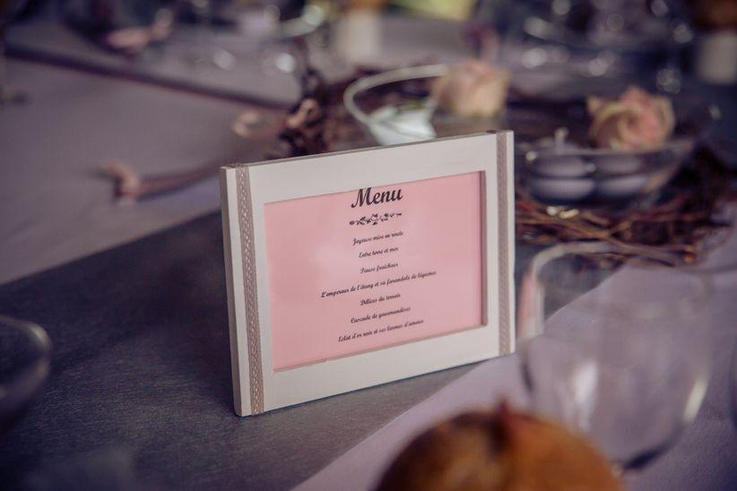 Moderne 20 idées de présentation originale pour le menu de mariage EU-94