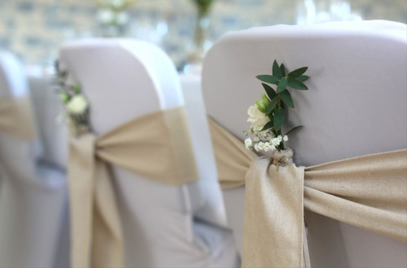 housses et n uds de chaise pour mariage couleurs formes et mati res. Black Bedroom Furniture Sets. Home Design Ideas