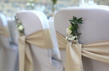 Housses et nœuds de chaise pour mariage : couleurs, formes et matières