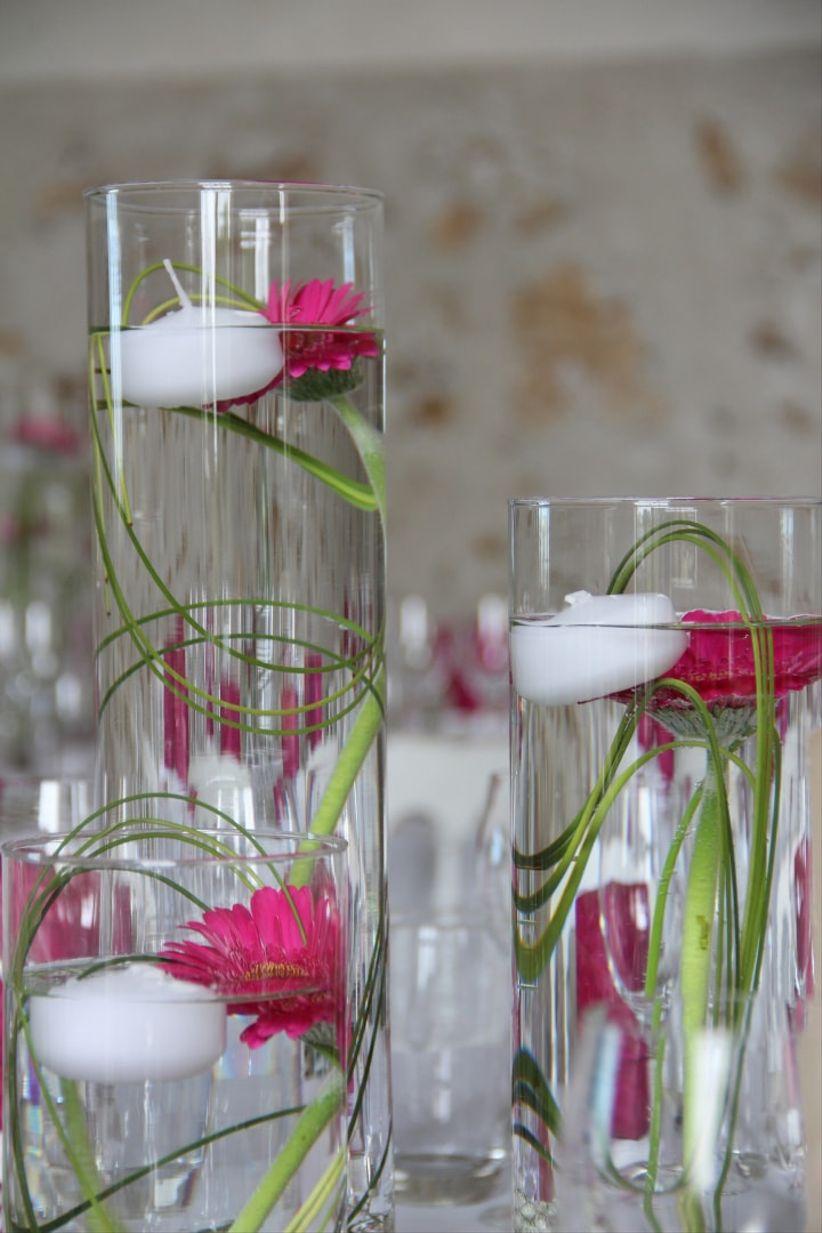 35 centres de table avec des fleurs immerg es ou flottantes. Black Bedroom Furniture Sets. Home Design Ideas