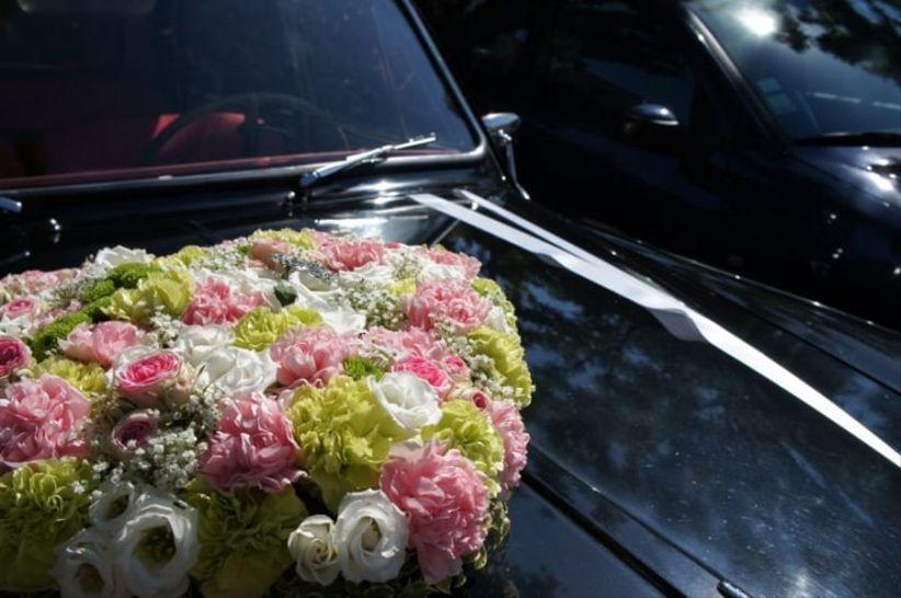 composition florale de la voiture des mari s. Black Bedroom Furniture Sets. Home Design Ideas