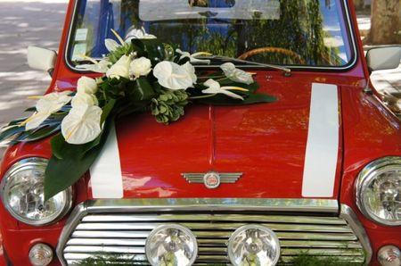 Composition florale de la voiture des mari�s
