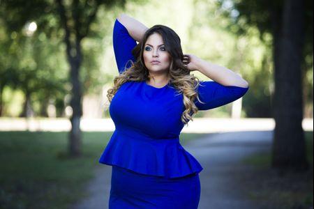 Comment bien choisir et accessoiriser votre robe de soirée grande taille ?