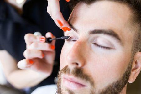 Et si on osait... le maquillage pour le marié ?