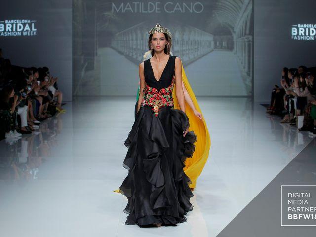 Robes de soirée Matilde Cano 2019 : on dit oui aux looks impériaux !