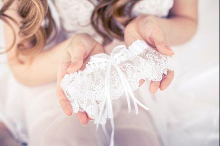 8 bonnes raisons de porter une jarretière de mariée