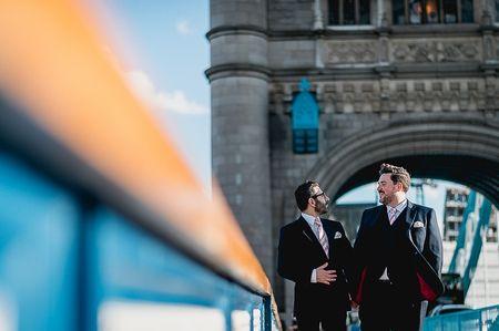 A Londres, le mariage de Thaddeus et Giuseppe bercé par la Tamise