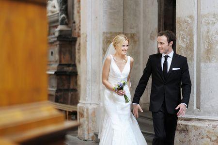Arrivée ensemble ou séparés à la cérémonie de mariage
