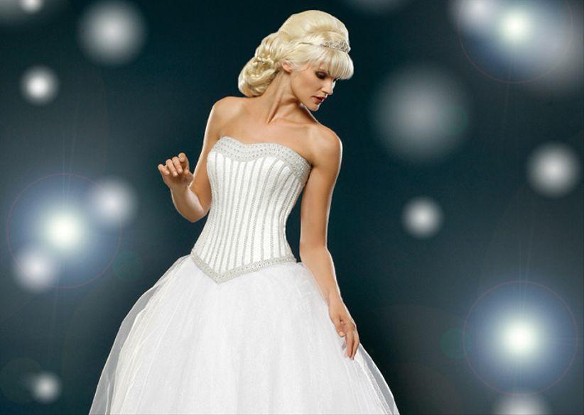 339ff18daa5 Robes de mariée Mille et une Nuit Hervé Mariage collection 2014