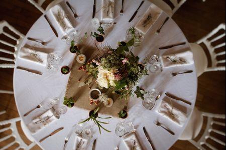 Centres de table avec vases et fleurs
