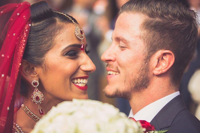 On y célèbre des mariages depuis tant d\u0027années qu\u0027avec le temps des  coutumes se sont établies et se transmettent de génération en génération.