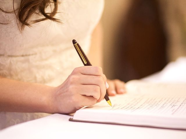 La signature du registre de mariage civil